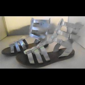 Crown Vintage Nine Silver Gladiator Sandal Sz 5